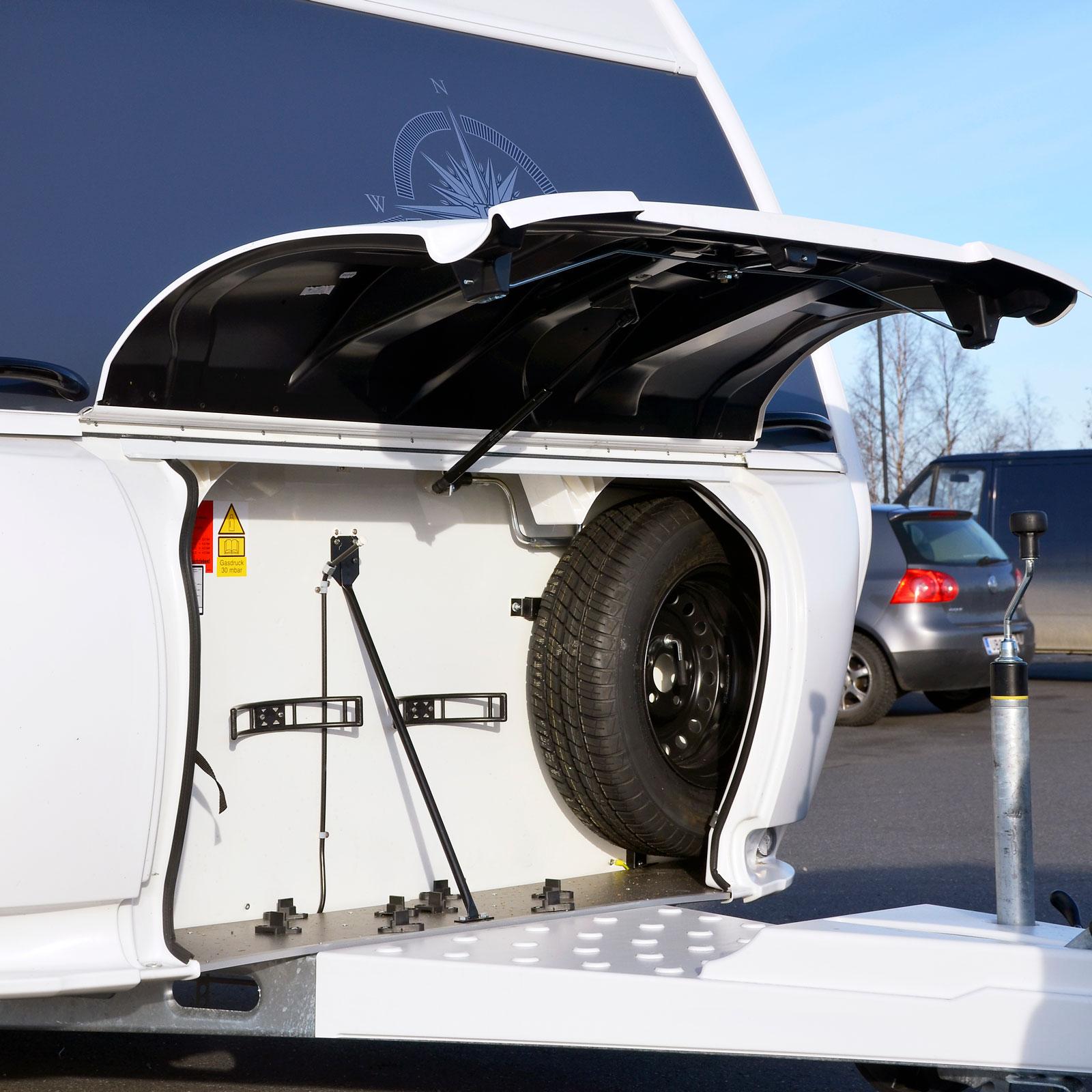 Instoppad. Reservdäcket som finns som tillval stjäl utrymme från övrigt bagage.