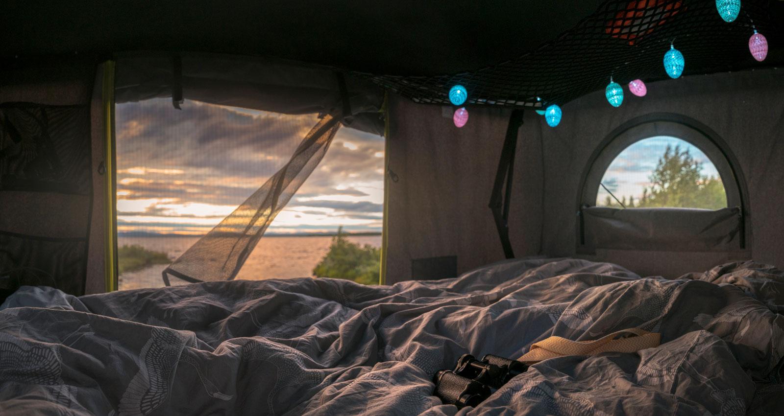Solnedgång ses helst genom myggnät.