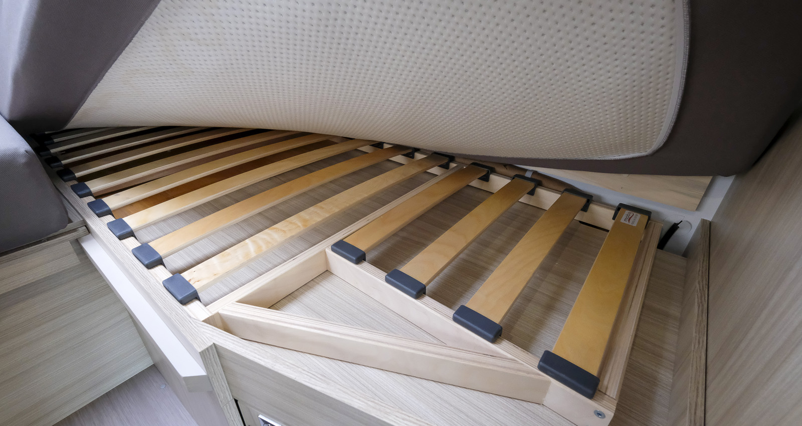Bekväma Luxe-madrasser vilar på ribbor som ger ventilation.