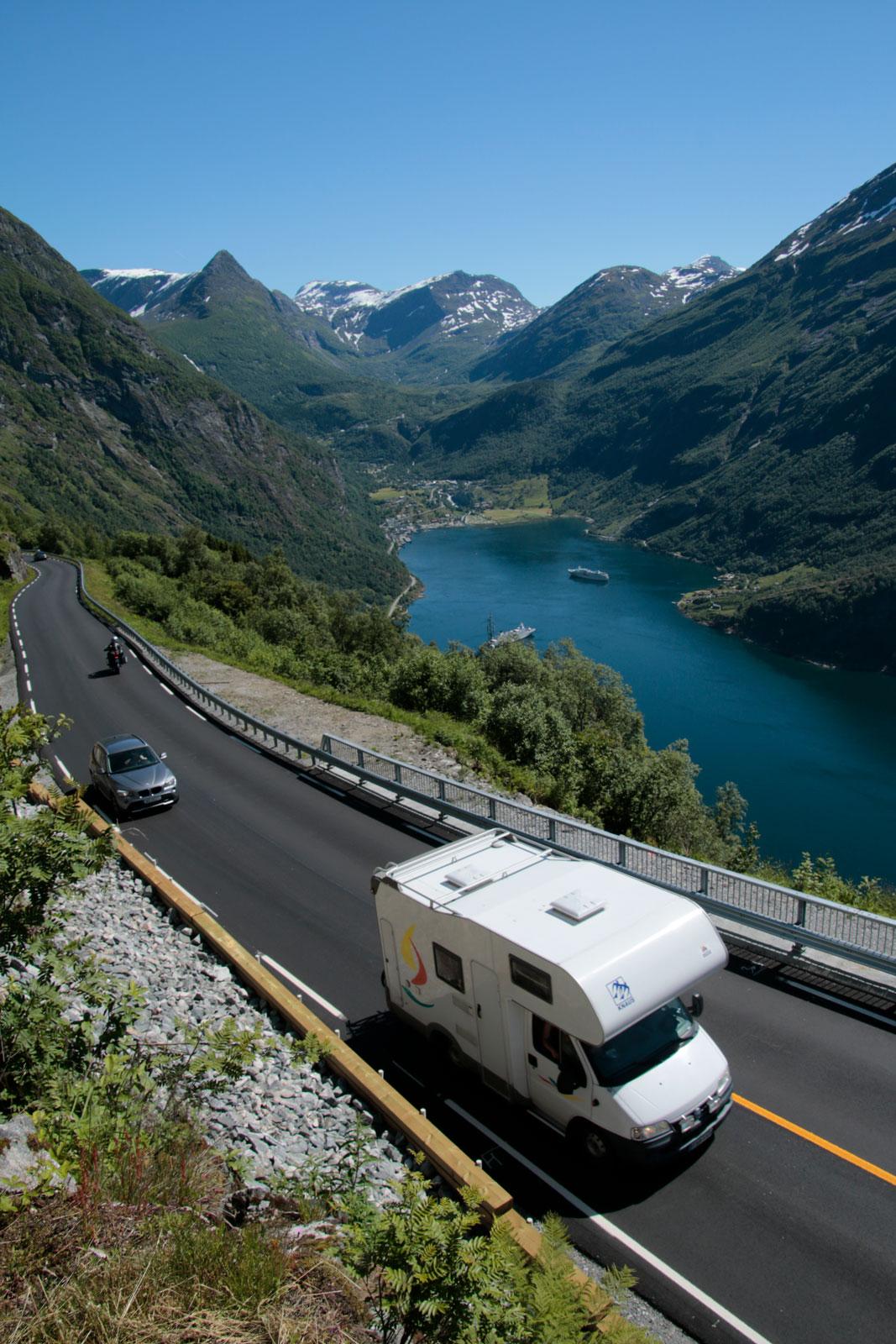 Vägen från Geiranger upp på fjället kallas Ørnesvingen, och blir efterhand en riktigt snirklig historia.