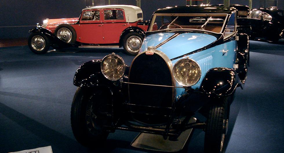 Bilmuseum med exklusiva dyrgripar och moderna racers.