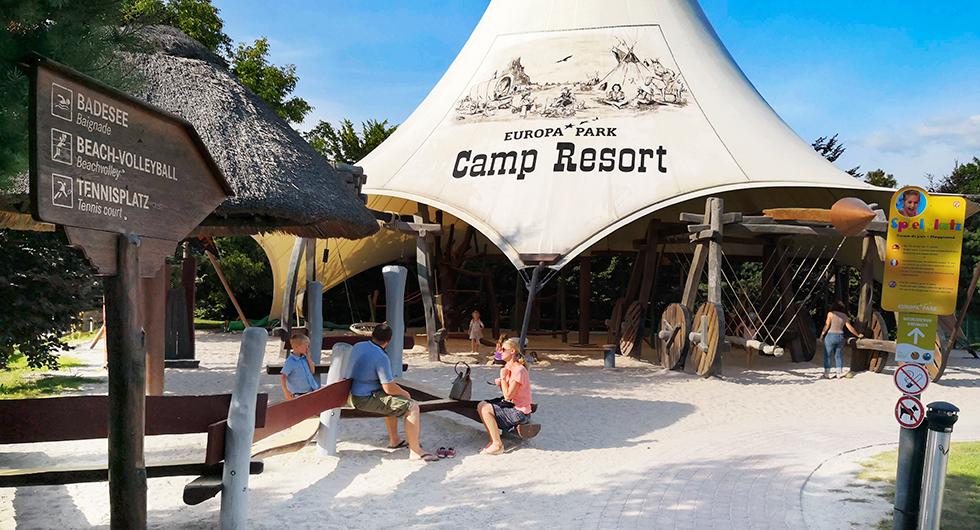 Centralt i Camp Resort finns en lekplats med western-tema.