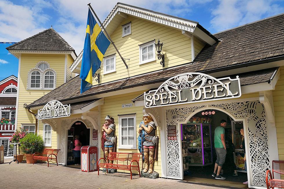 Skandinavien var till stora delar stängt men det svenska spelhuset hade klarat sig från brand.