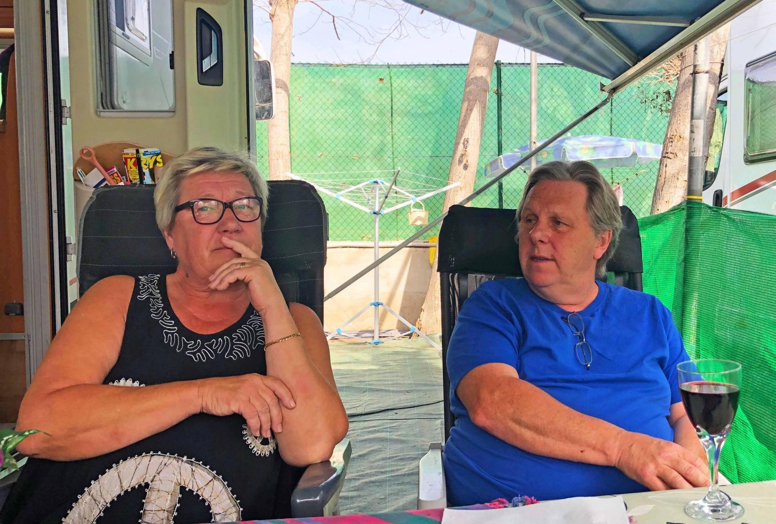 Marguerite Koos och Kjell Lindblad bidar sin tid i husbilen Franny som står på camping i Torre del Mar på spanska solkusten.