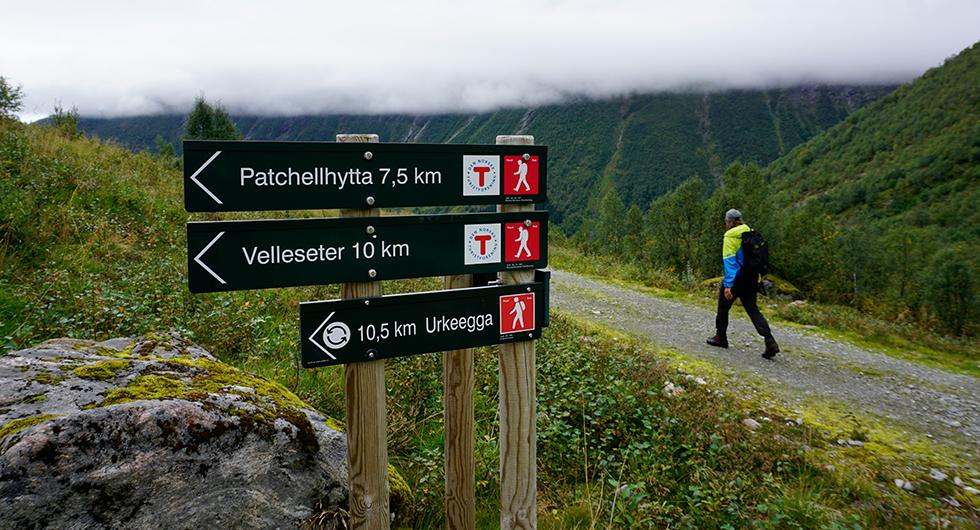 På tur till Urkeegga. En av många vandringsleder i Sunnmørsalpane.