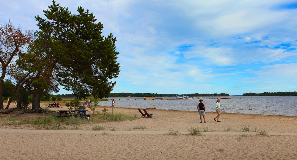 Stenö Havsbad & Camping: Fyrstjärnig camping med långgrund strand.