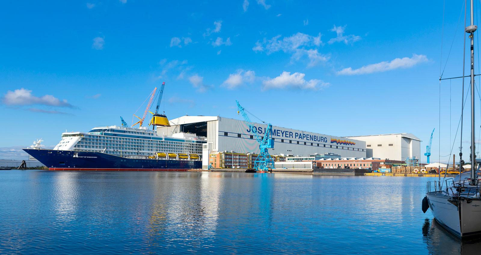 Sjösättningen av nya fartyg betyder ofta ett stort party med musikkonsert, fyrverkeri och folksamling.