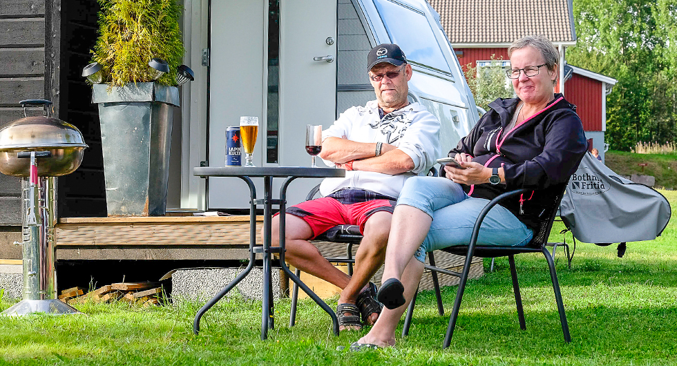 På Sikfors Camping finns både långliggare och tillfälliga gäster. Många stortrivs!