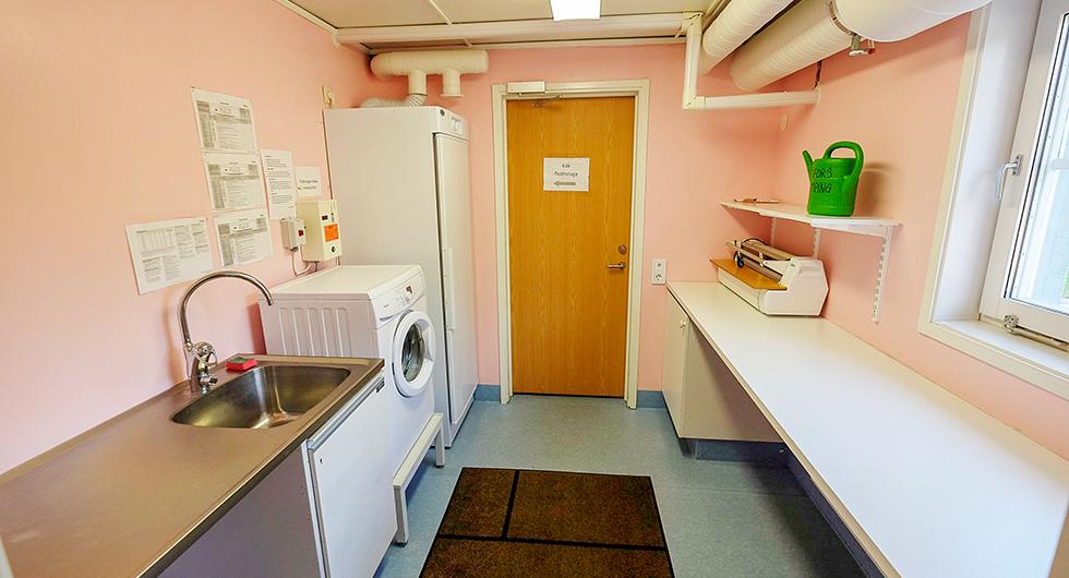 Tvättstugan på Sikfors är ren och fräsch.
