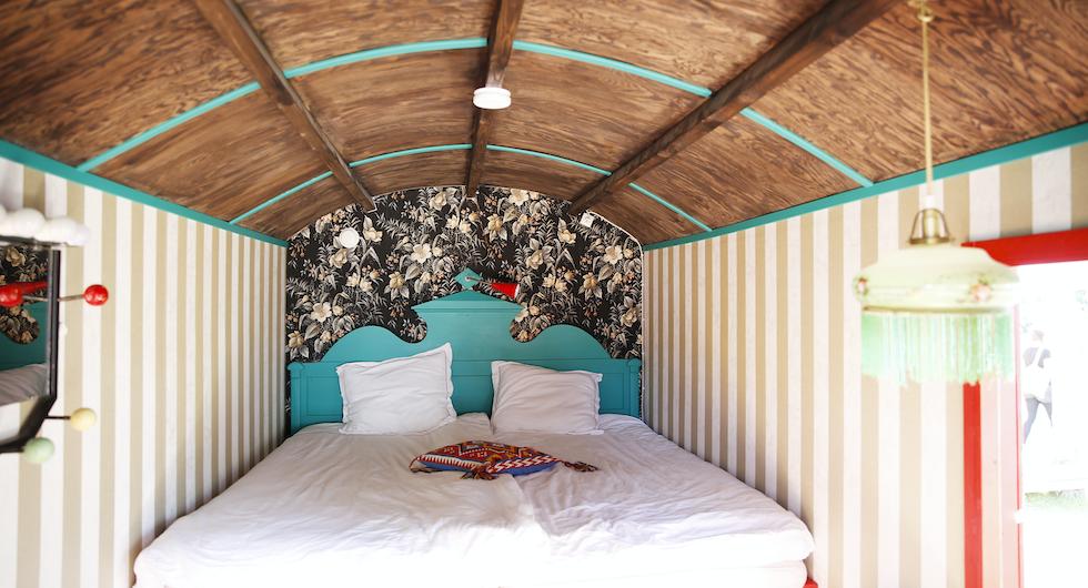 Läckra detaljer och sköna sängar. Vissa vagnar har enkelsängar och andra dubbelsängar.