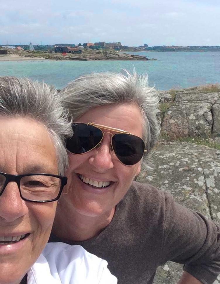MARGARETA JONILSON är journalist sedan fler år än hon vill avslöja. Tillsammans med partnern Bobo Jonilson, som gärna fotograferar, har hon åkt husbil sedan 2006 och har fram till nu betat av cirka 25.000 mil i nitton länder. De utgår från Sydfrankrike där de numera är bosatta.