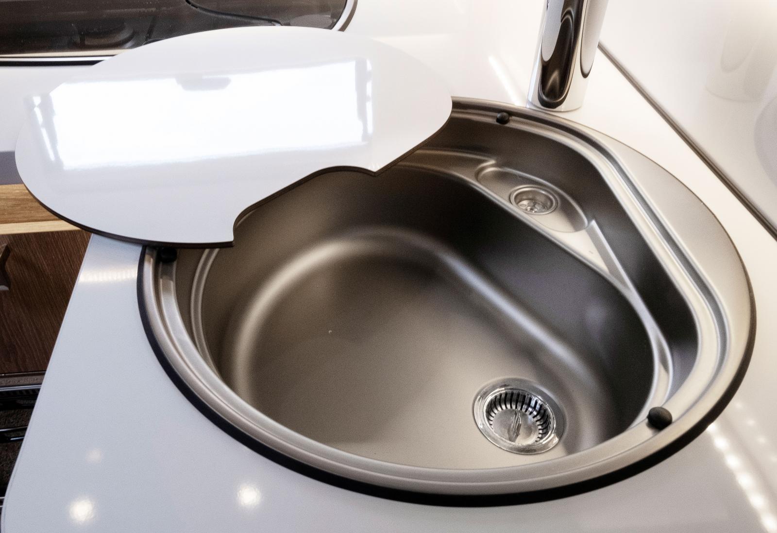 Djup diskho med täckskiva som kan ge mer avställningsyta.