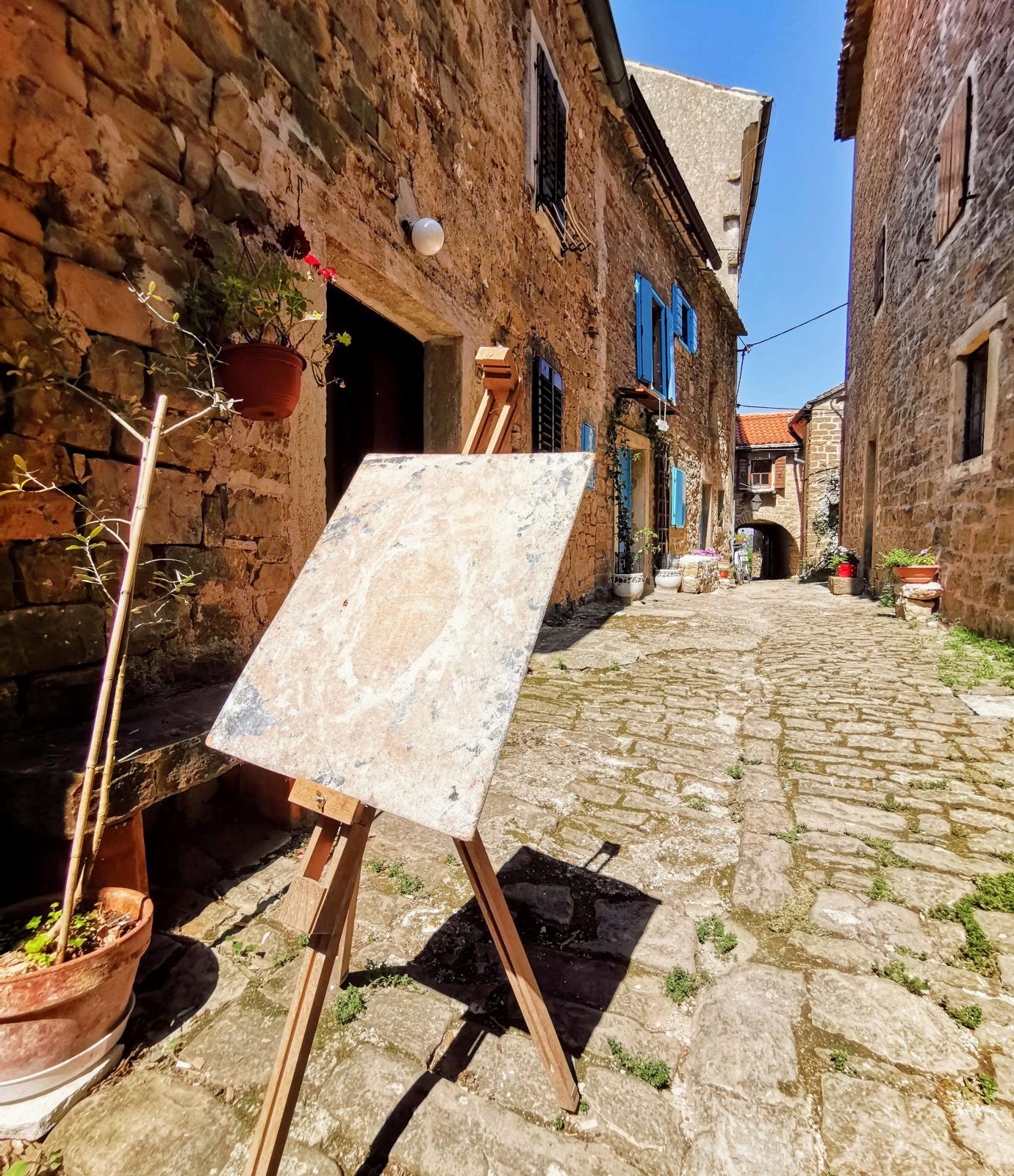Konstnärsbyn Groznjan är ett trevligt utflyktsmål oavsett om man är konstintresserad eller inte.