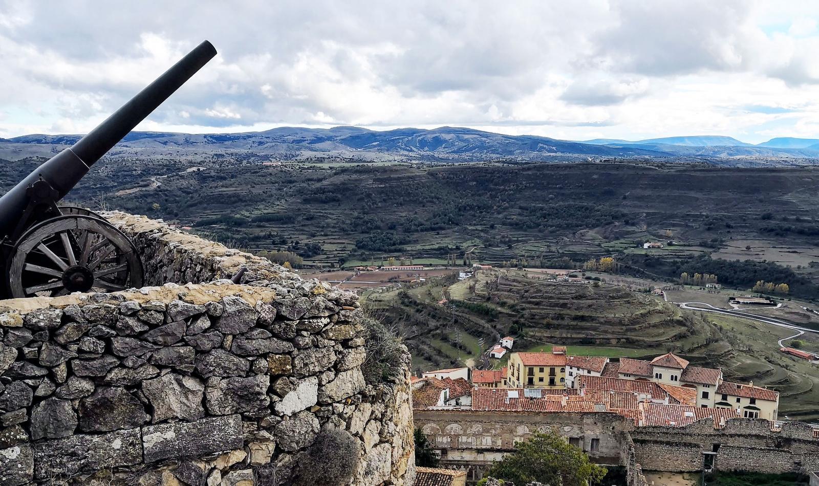 Kanonen är ditforslad långt efter att fästningen slutade användas och står där mer som prydnad.