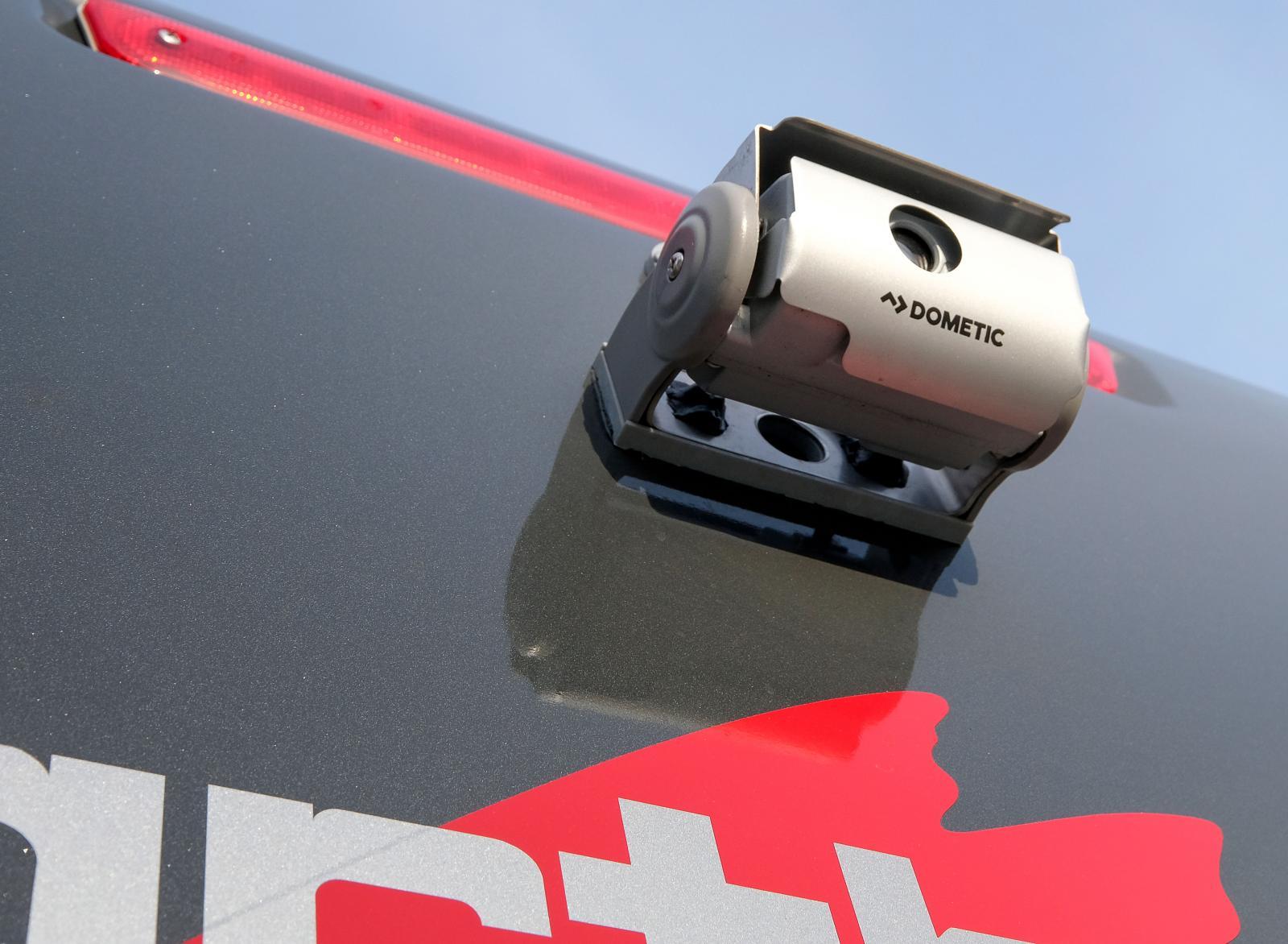 Kamera med dubbla linser. En av många tillbehör på testbilen.