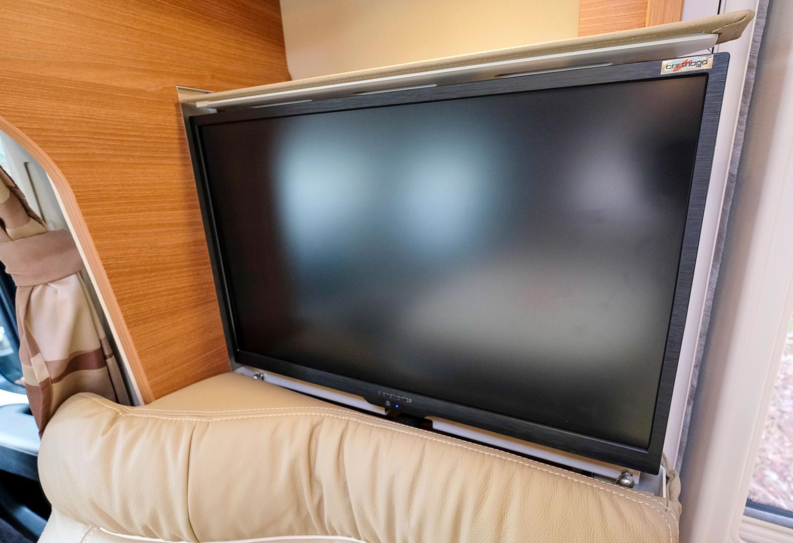 Plats för en till i sovrummet. Tv finns i sidosoffan vid dörren.