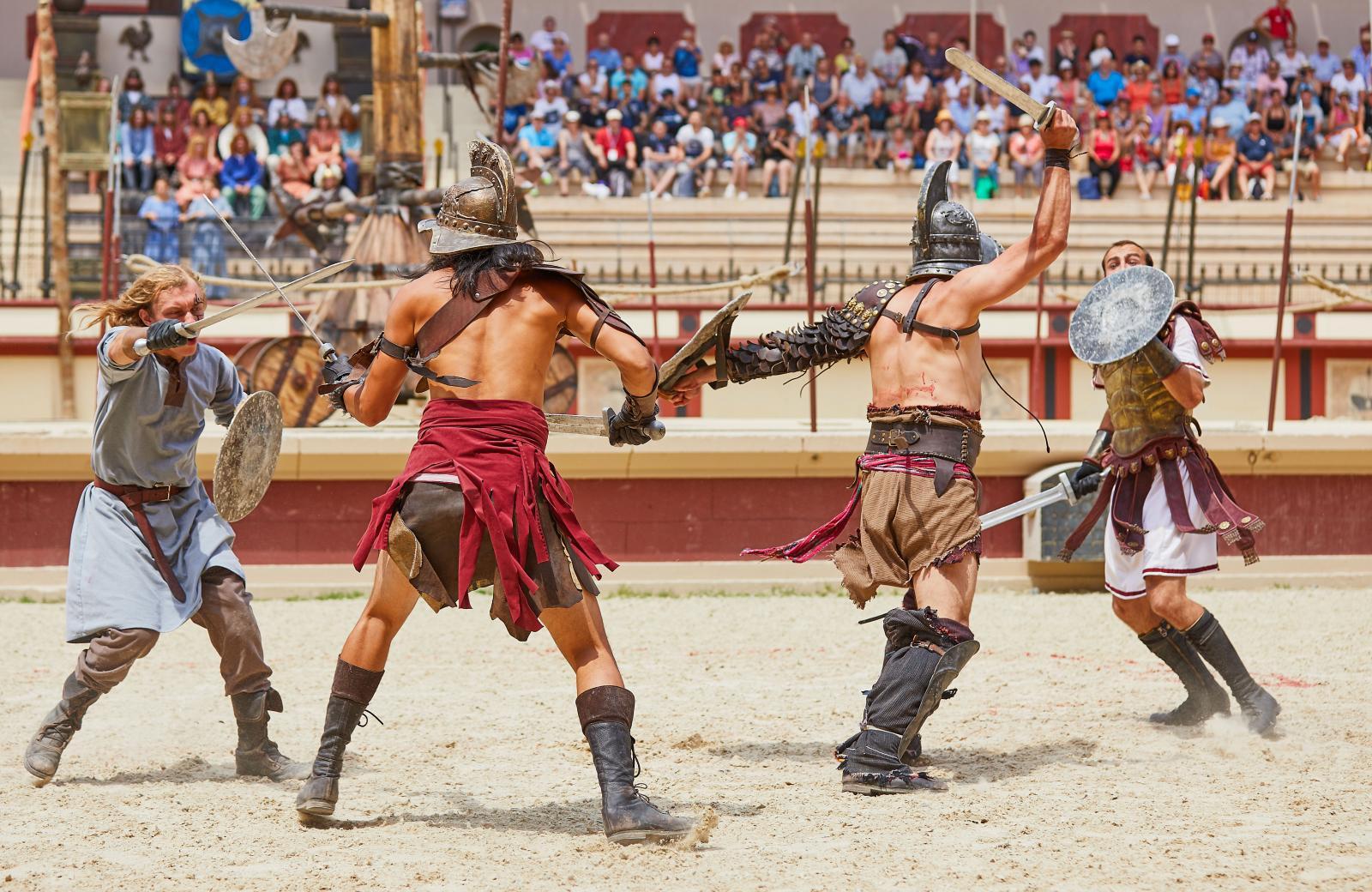 Gladiatorer och race med kvadriga i actionfylld show.