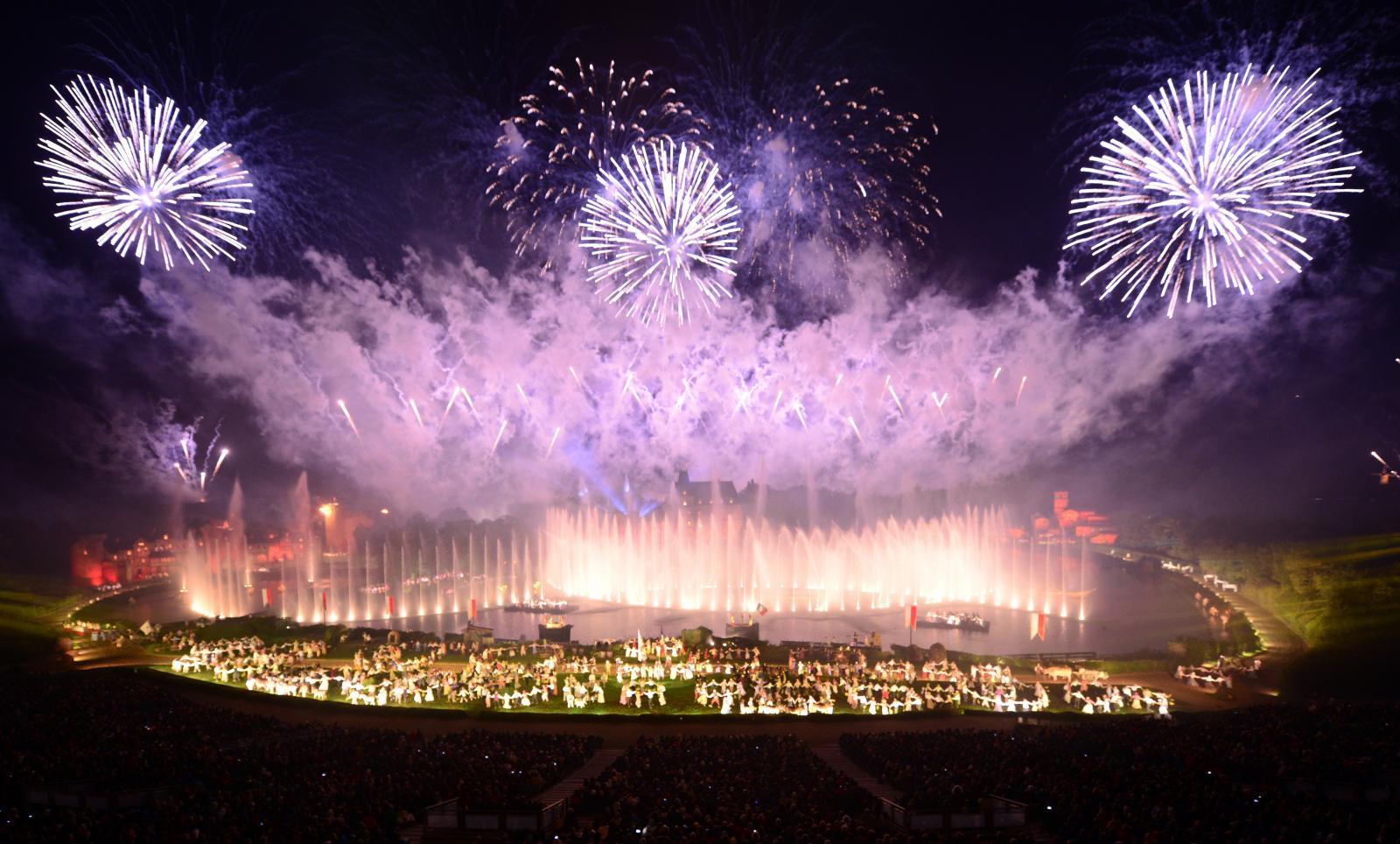 Kanske är showen Cinéscénie mer spektakulär än en OS-invigning. Minnesvärda 45 minuter som avslutar varje kväll på Puy du Fou... Puh!
