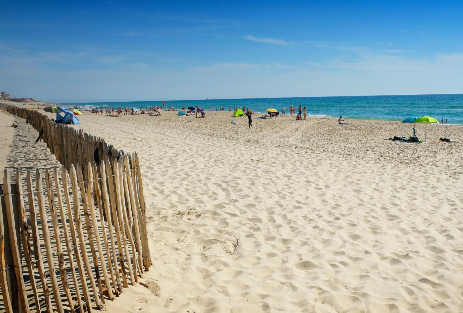 ... innan man når ner till sanddynerna och stranden.