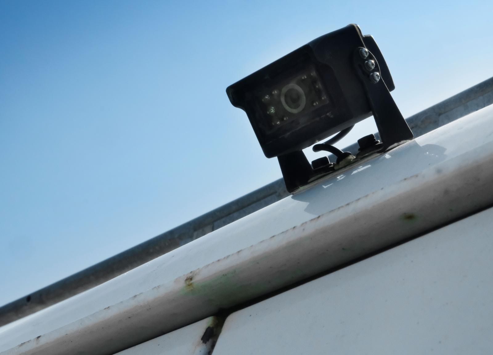 7 Backkamera installerad baktill på husbilen.
