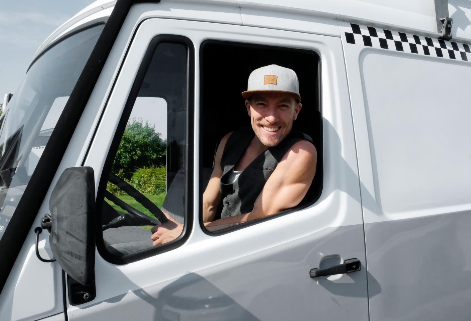 För att få köra sin nya husbil var Patrik tvungen att utöka sitt B-kort till ett C1-kort i somras. En uppgradering som gick galant!