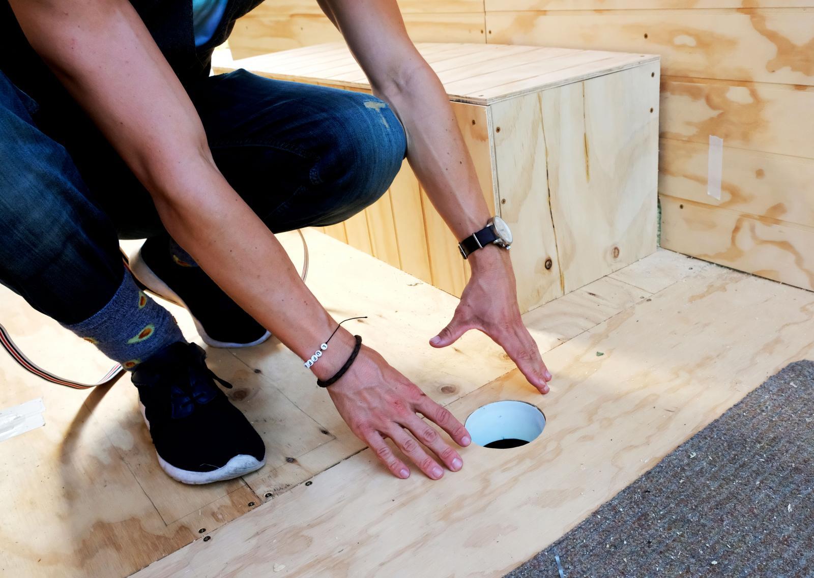 I hålet planerar Patrik att sätta en temperaturstyrd fläkt som suger in luft och därmed reglerar luften i bodelen.