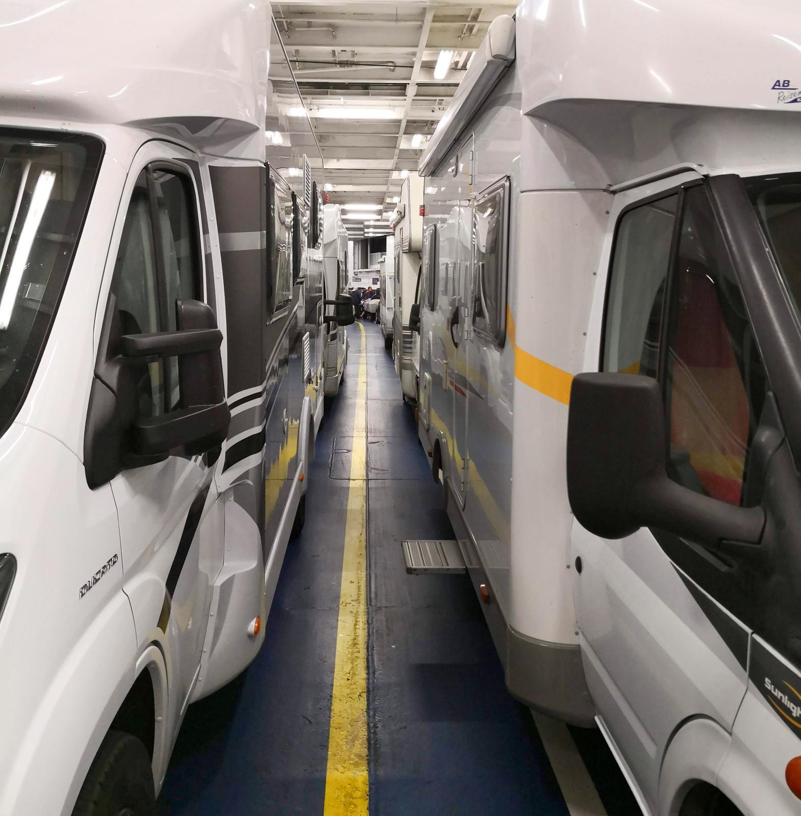 Högsäsong betyder ofta mängder av husbilar och då brukar det vara svårare att få ström till husbilen.