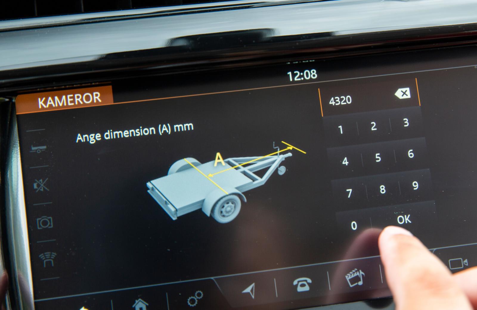 Släpvagnens typ, längd och bredd skrivs in i bilens dator.