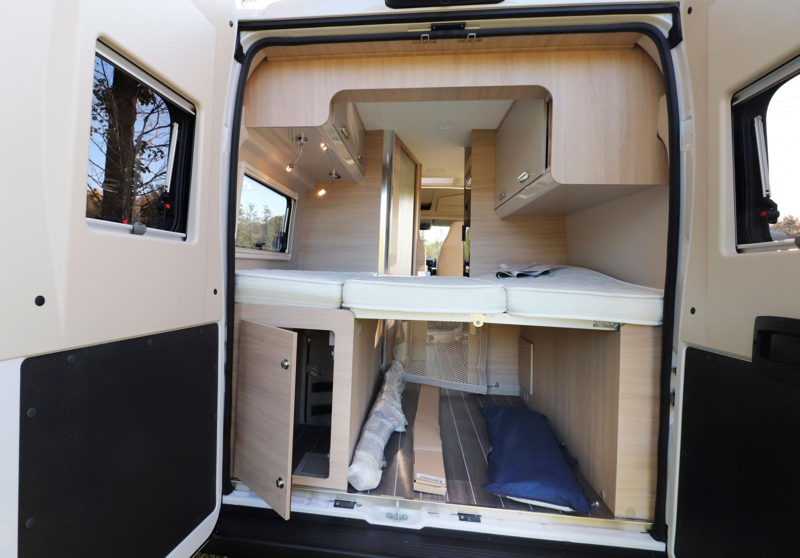 Bilens bakre räjonger är bilens mest flexibla yta. Sovrum eller flyttfirmans lastrum.