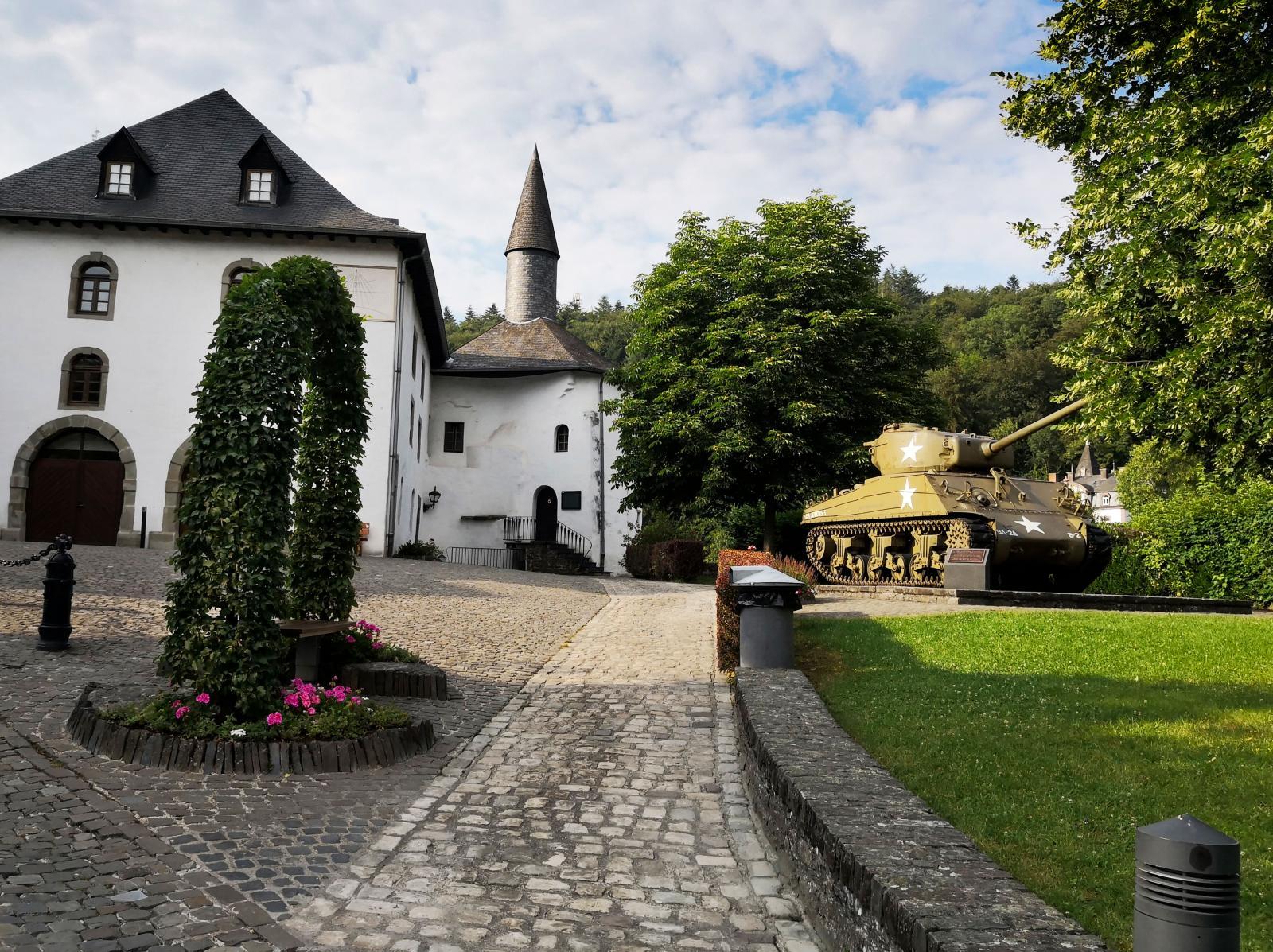 Inne på Clervaux slott pågår utställningen Family of Man som upptagits på Unescos världsminneslista.