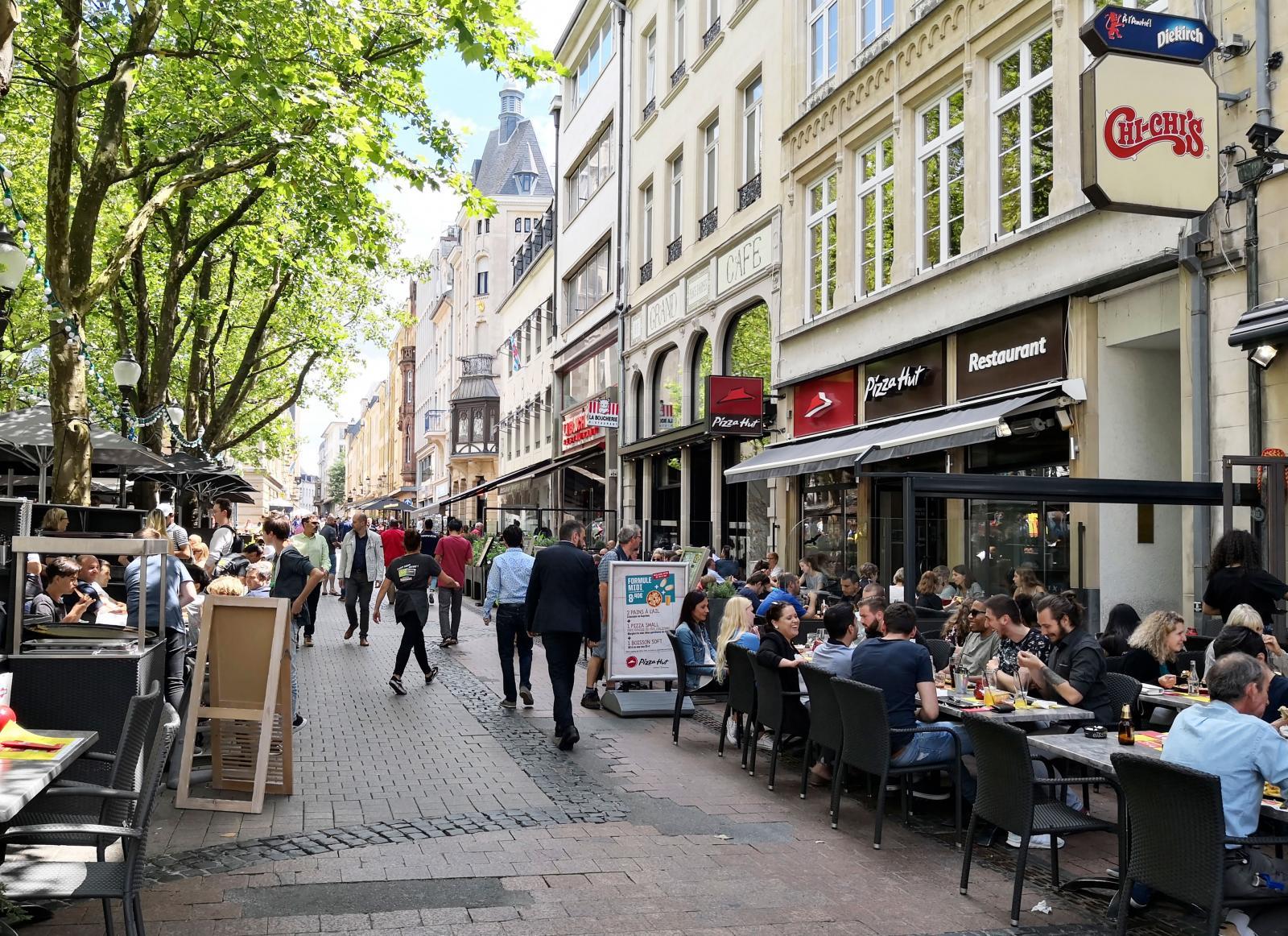 Det finns oerhört många restauranger i Luxemburg City och även massor av trevliga uteserveringar. Särskilt runt Place DÁrmes torg.