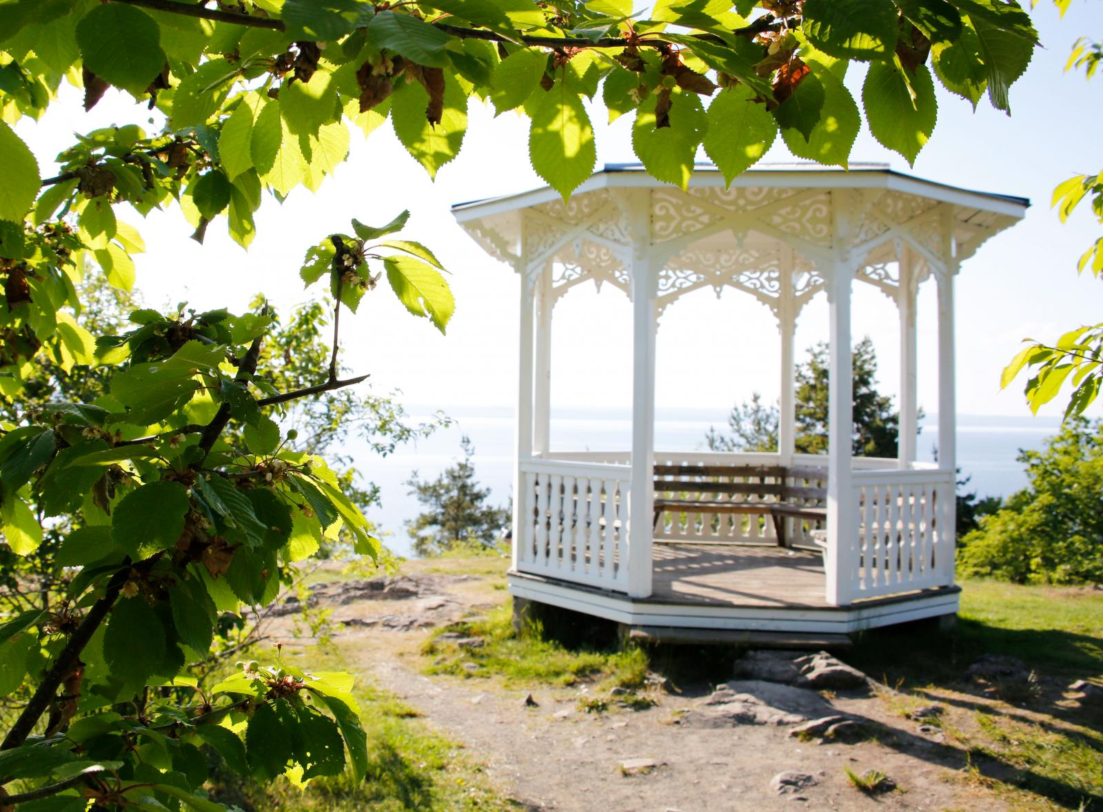 Romantiska vyer och perfekta platser för en fikastund invid Vättern.