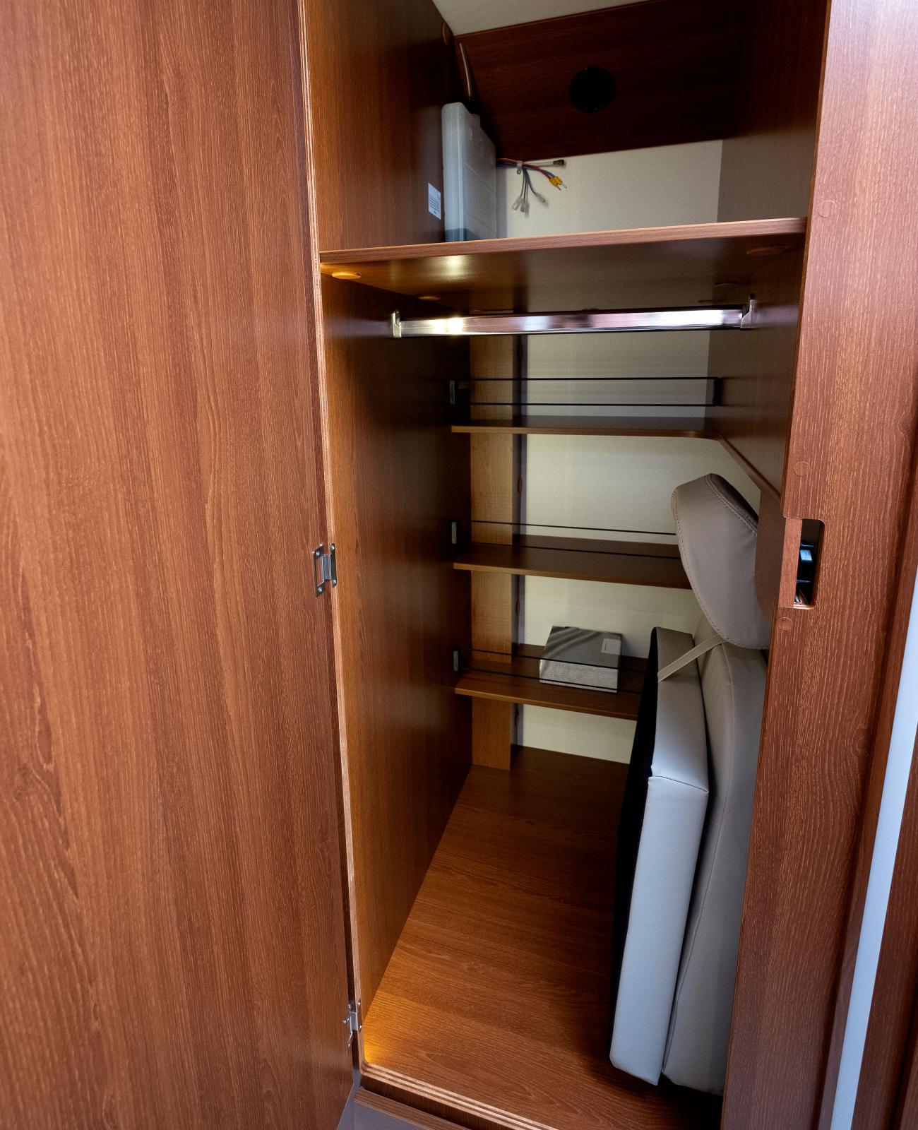 I garderoben finns extrasätet till sittgruppen.