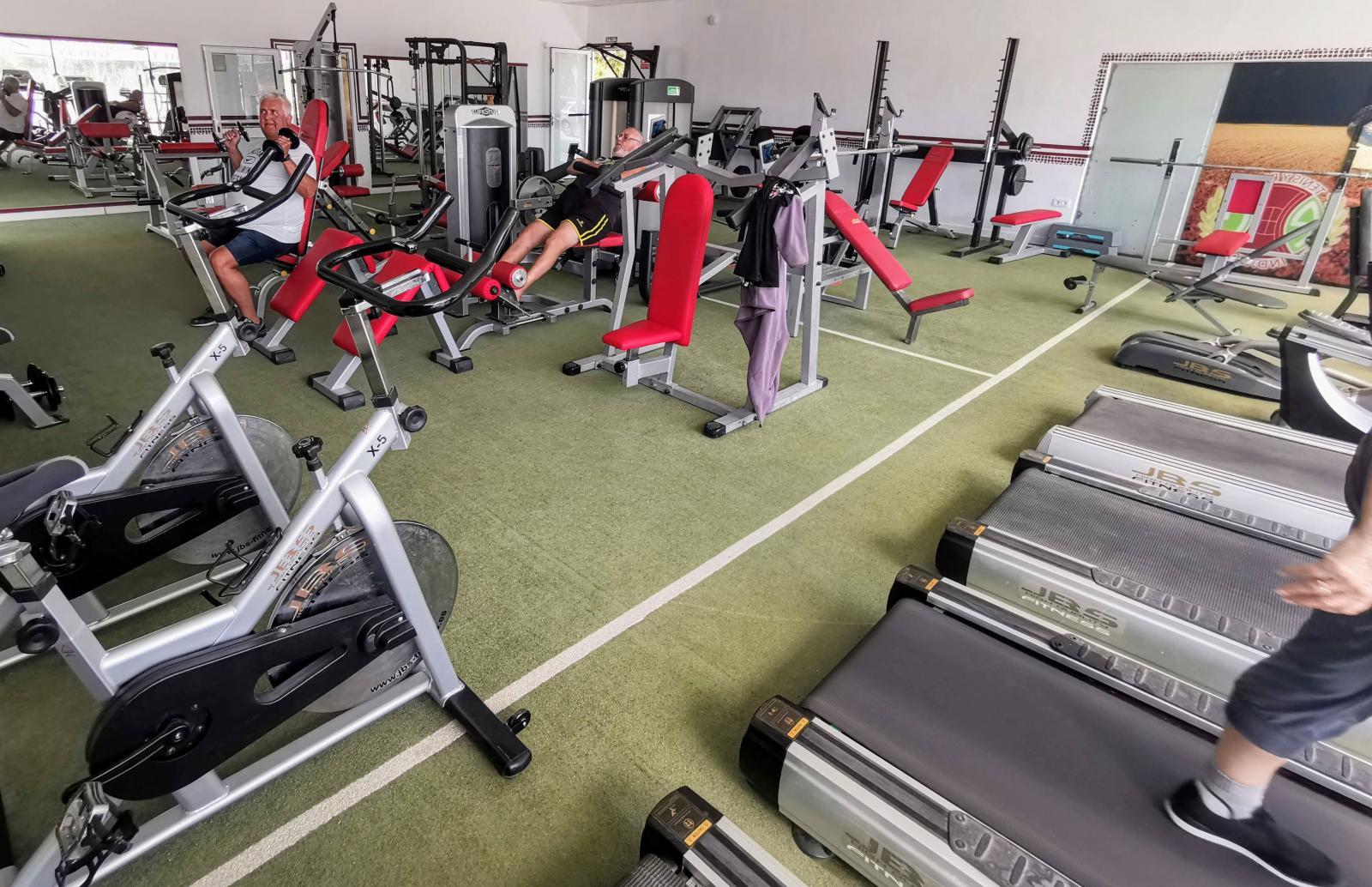 Gymmet har fullständig utrustning och ingår i månadspriset. Här finns möjlighet till personlig tränare och gruppträning.