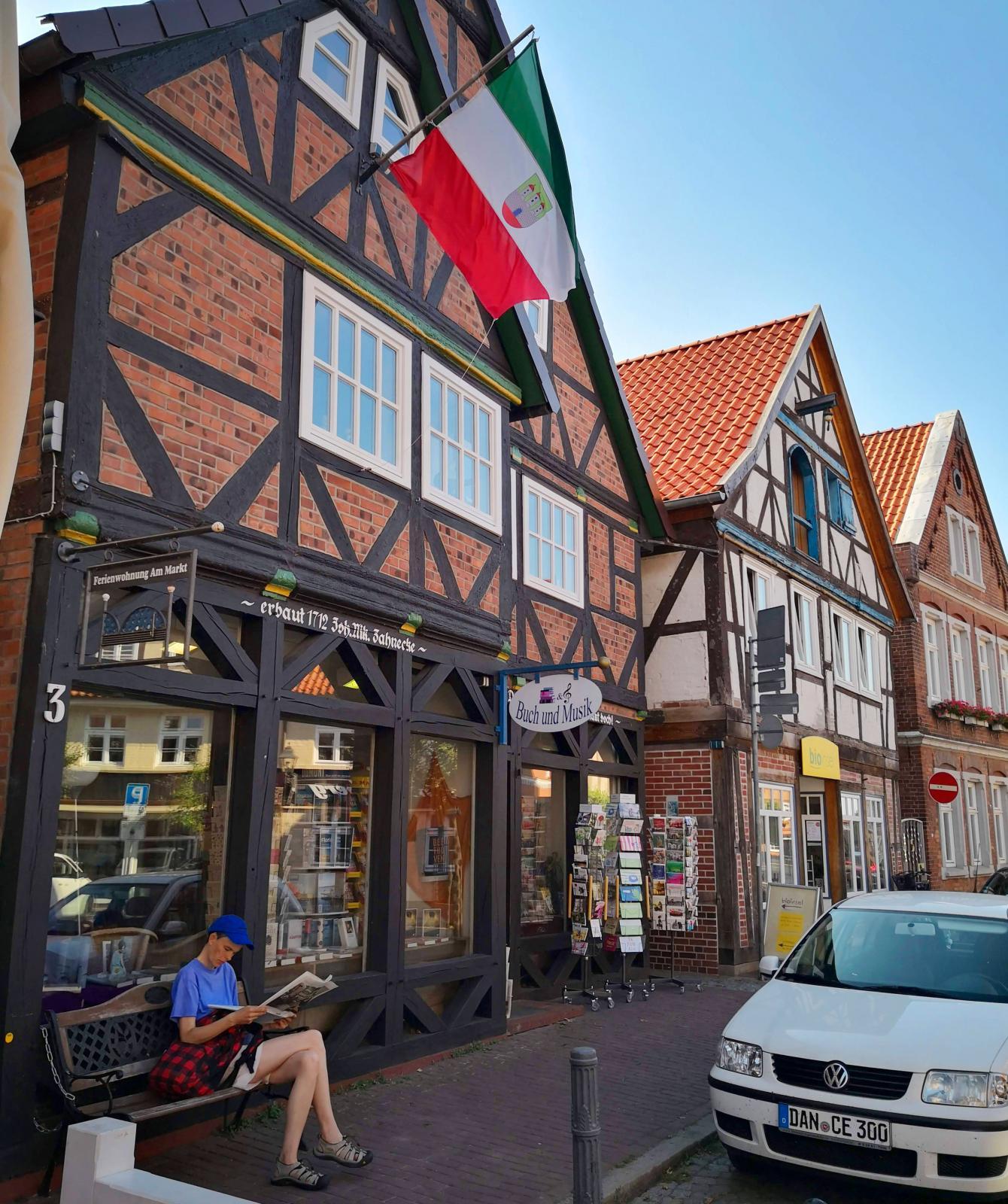 Klassisk bebyggelse i staden och en lugn och skön stämning.