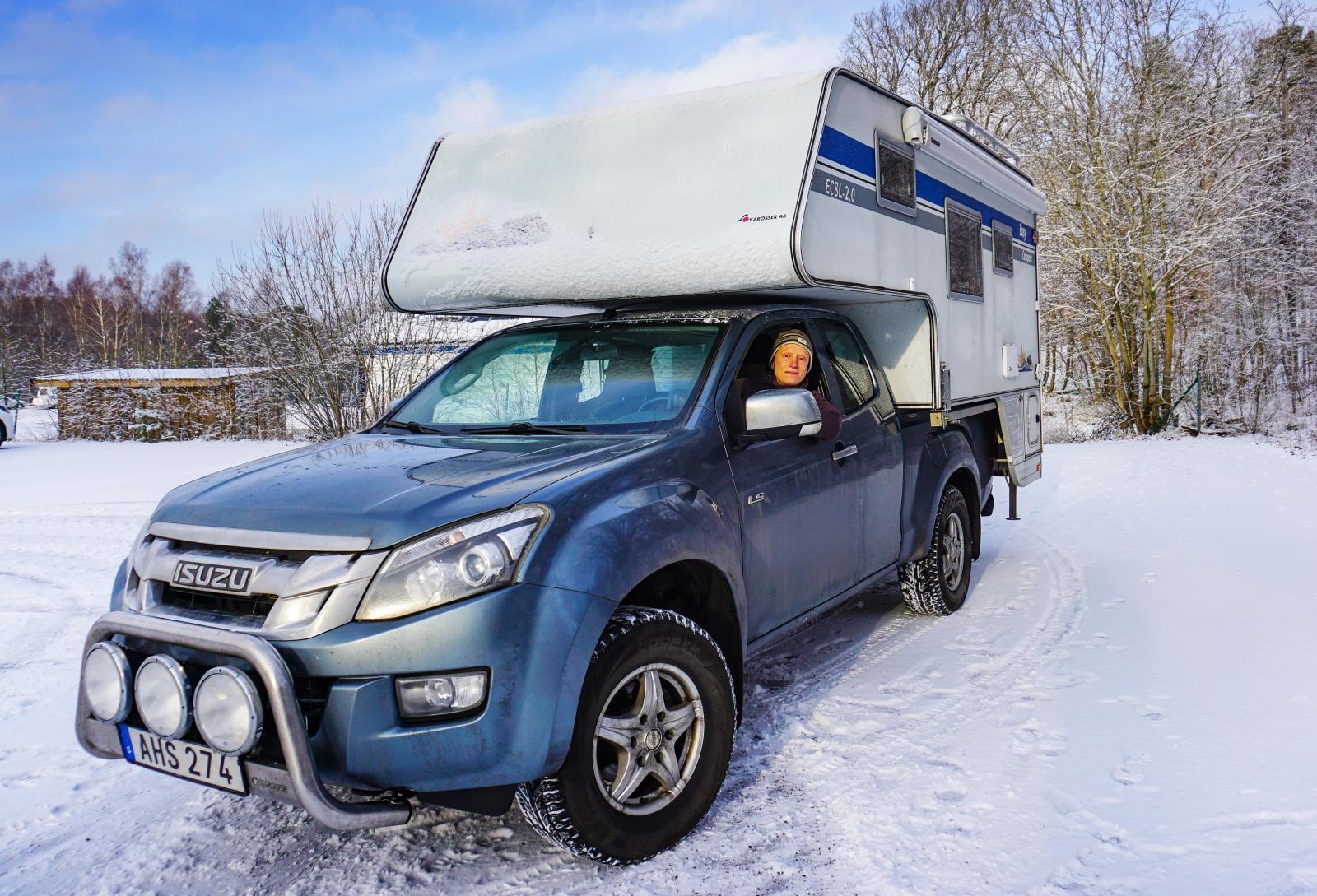 En pickup från Izusu och Easy Campers som byggts av S-Karosser i Dorotea ska ta paret i mål.