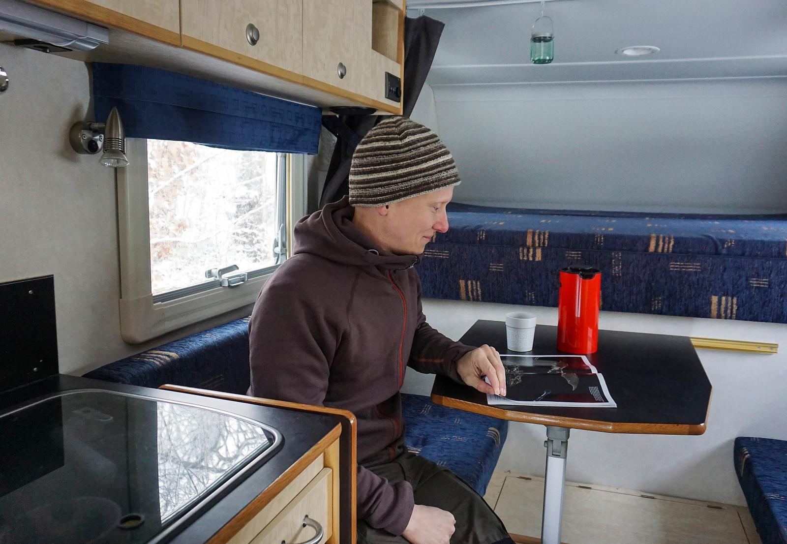 Den femte februari lämnar Nicholas och Marcela Sverige för att åka mot Hamburg där campern ska skeppas till Kanada.