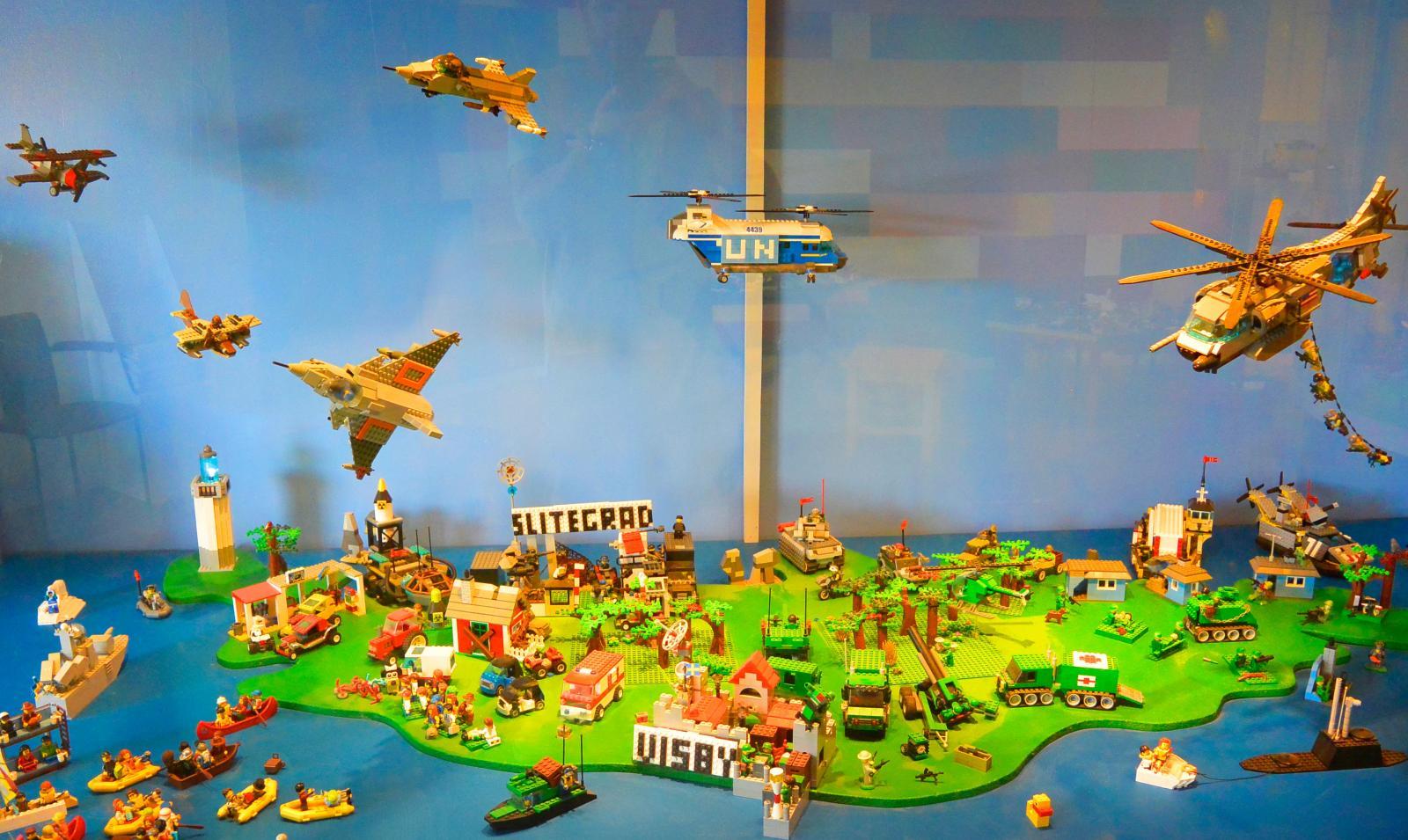 Legomodeller och en uppfinnarverkstad förgyller besöket för de små.