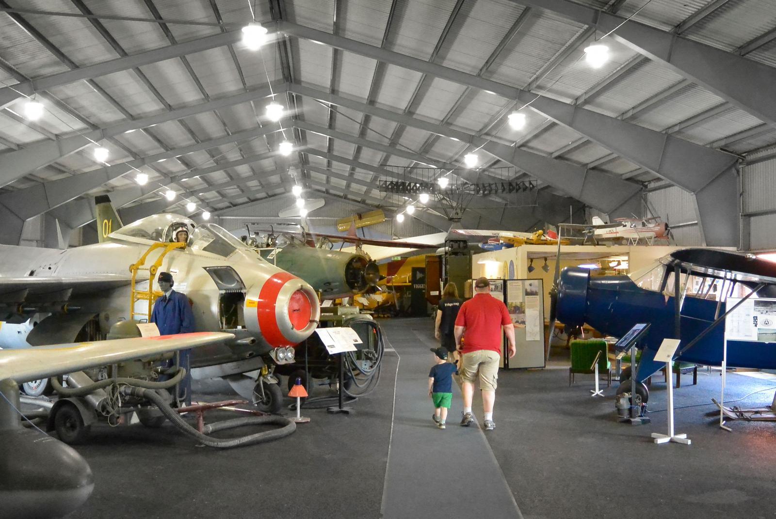 Byggnaden Flyg & Lotta rymmer bland annat ett trettiotal flygmaskiner.
