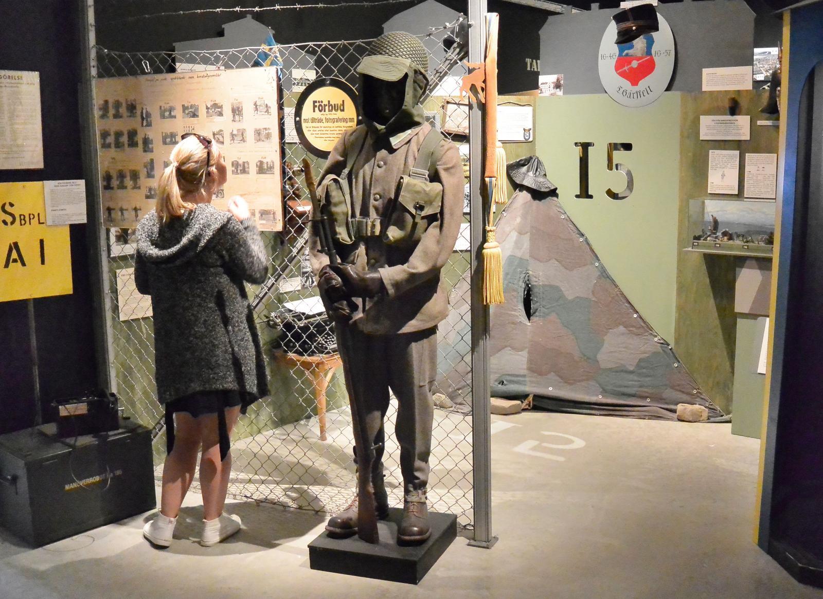 Det är en intressant, charmig och lite kuslig känsla att bekanta sig med den svenska militärhistorien.