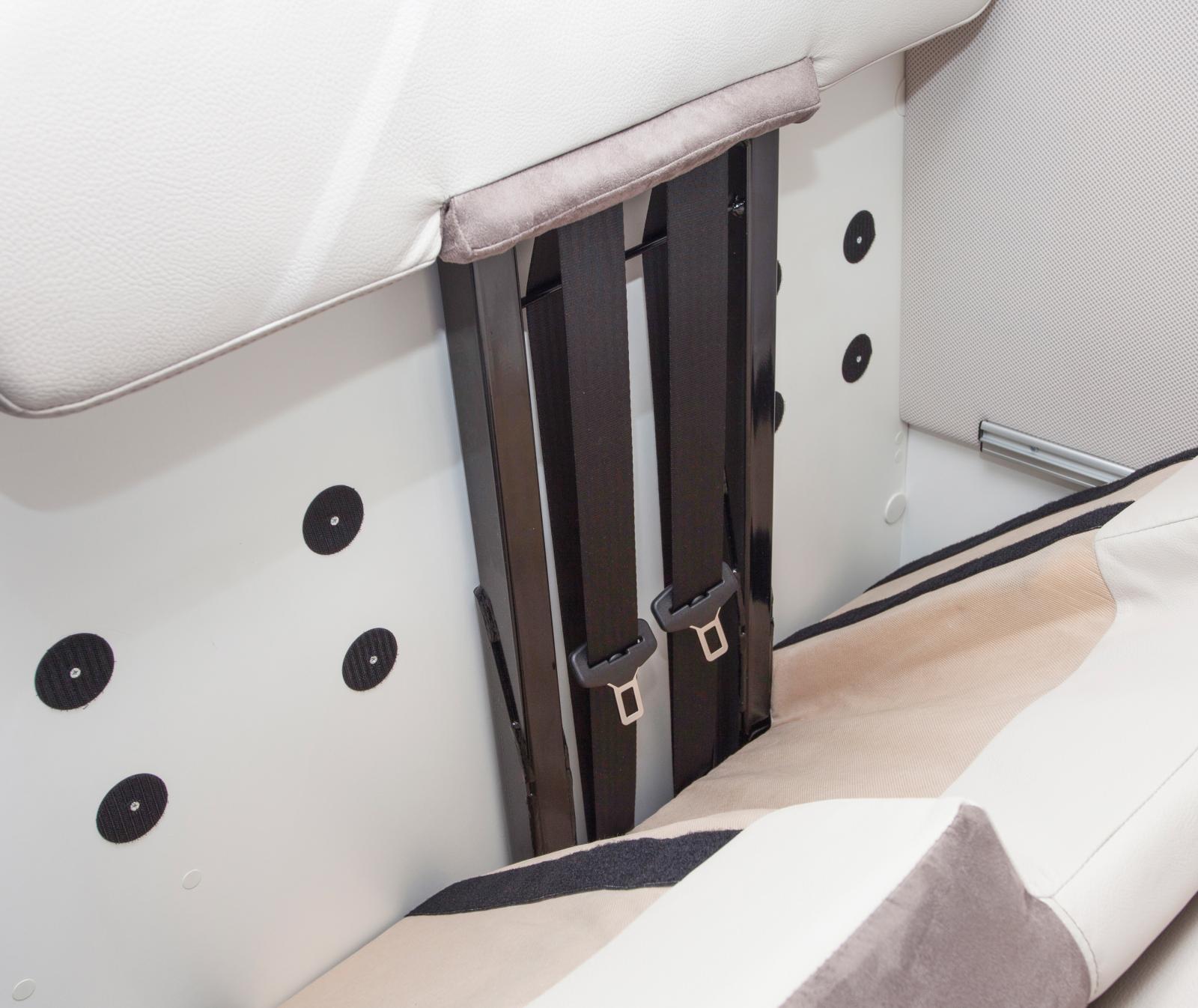 Säkerhetsbälten i färdsoffan innebär fyra bältade platser.