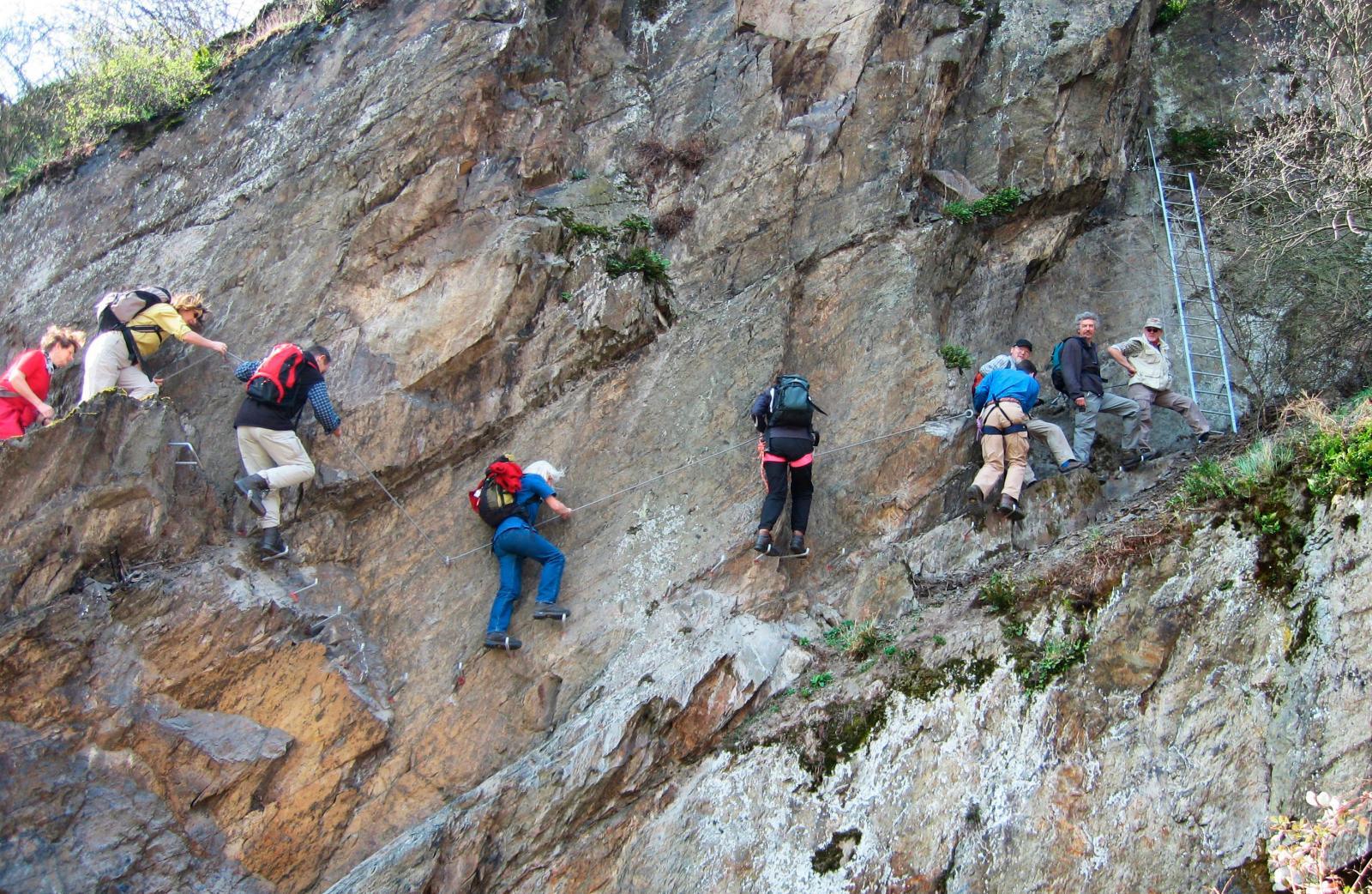 Gillar du häftiga utmaningar så finns ett antal  klätterstigar inte långt från campingen.
