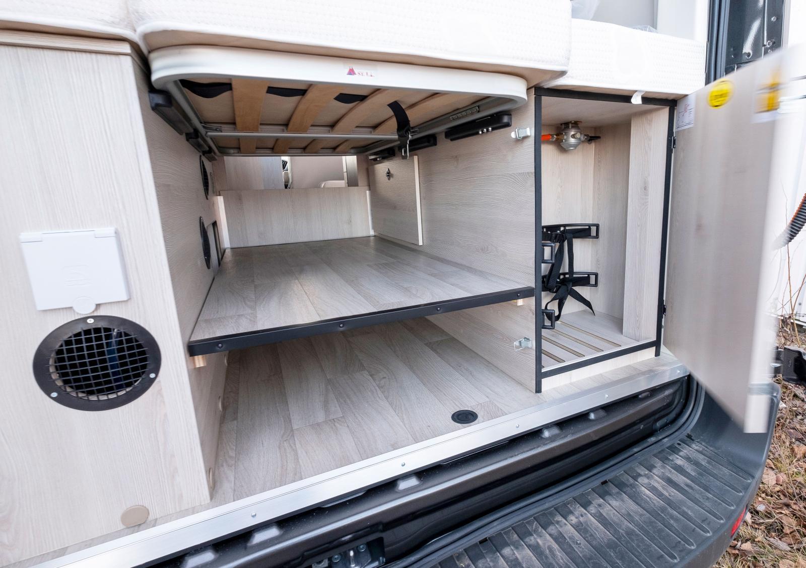 Flexibelt lasturymme som går att öppna upp hela vägen fram om man vill lasta långt.