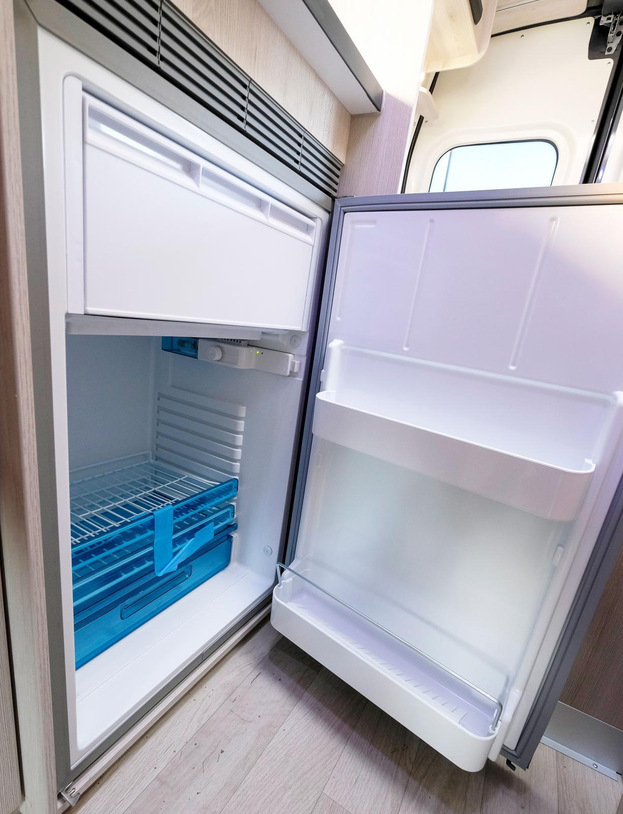 Kompressorkylskåpet sväljer 80 liter mat och dryck.