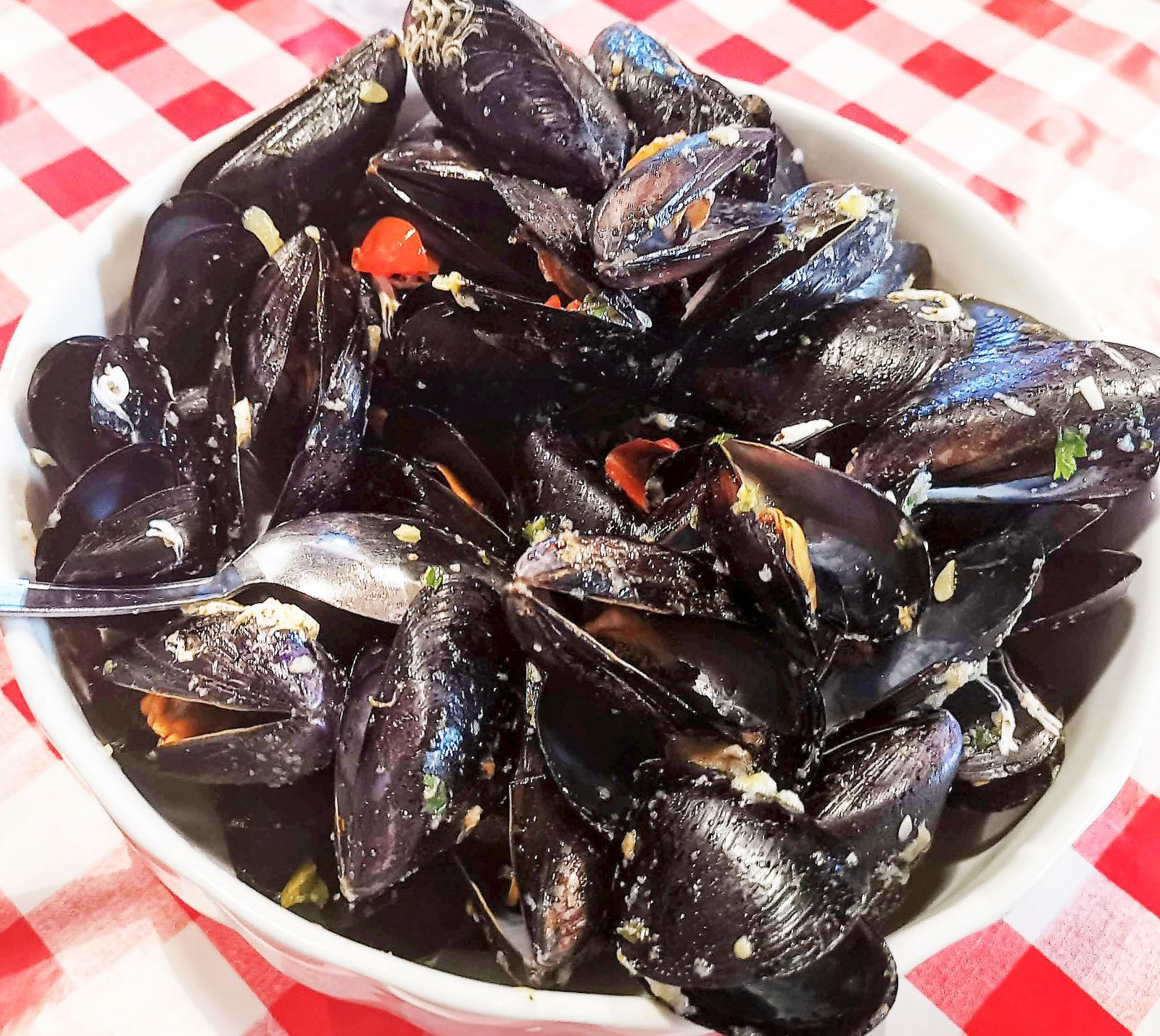 Maten från havet har fiskats upp bara timmar innan den serveras.