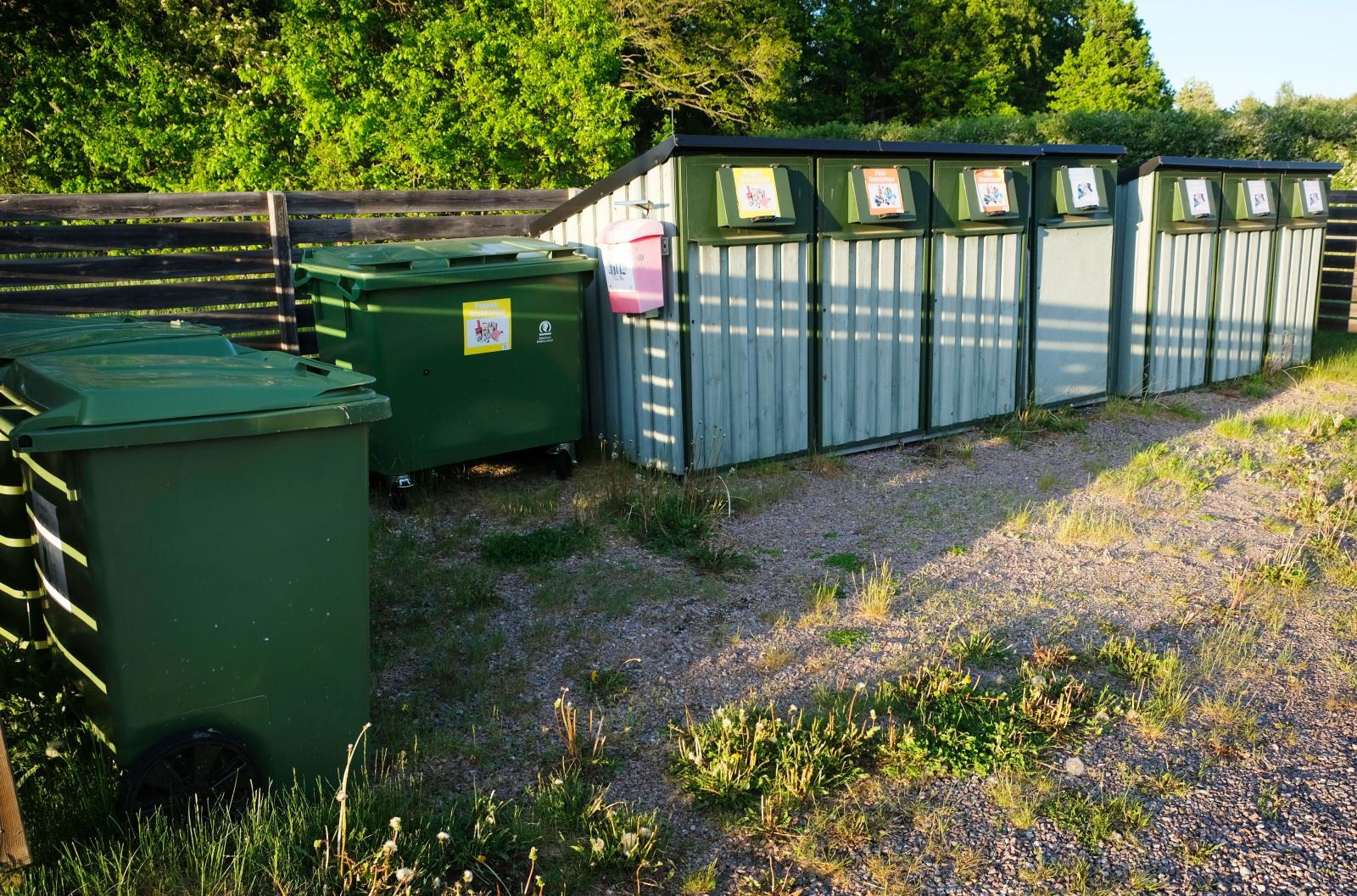 Sopsortering finns det i anslutning till campingplatserna.