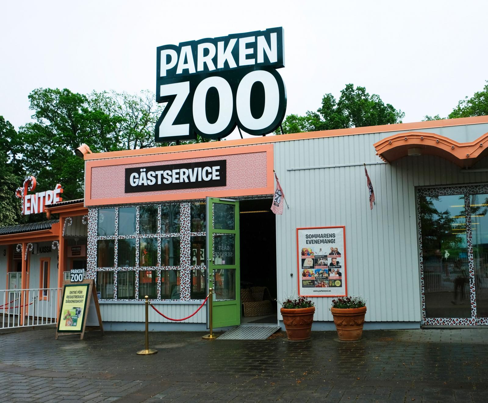 Vid entrén finns en souvenirshop att besöka innan avfärd hemåt.