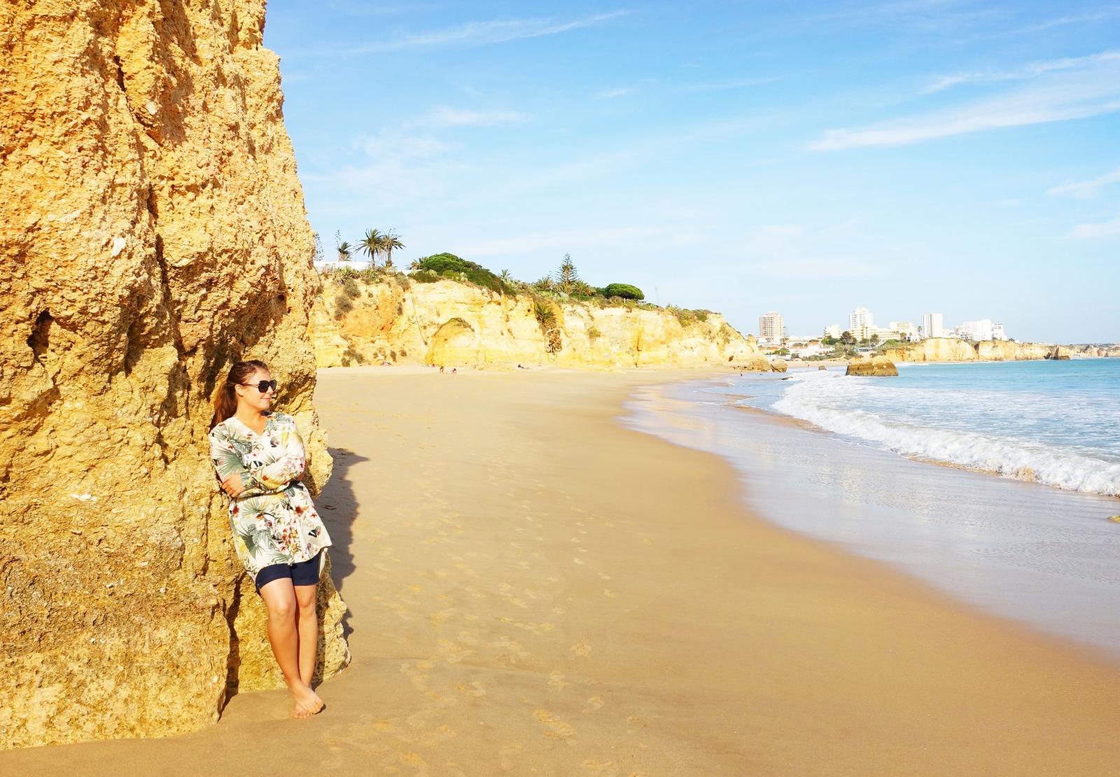 Ibland lockar stranden, till exempel den på Algarvekusten i Portugal.