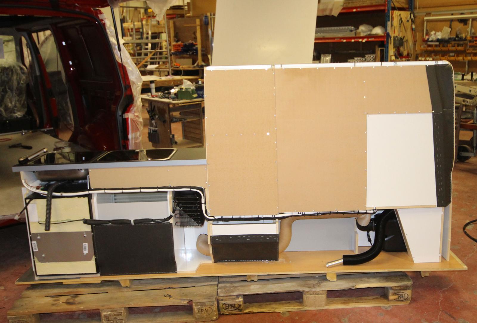 Inredningen är skräddarsydd för olika basfordon och monteras av Nordic.