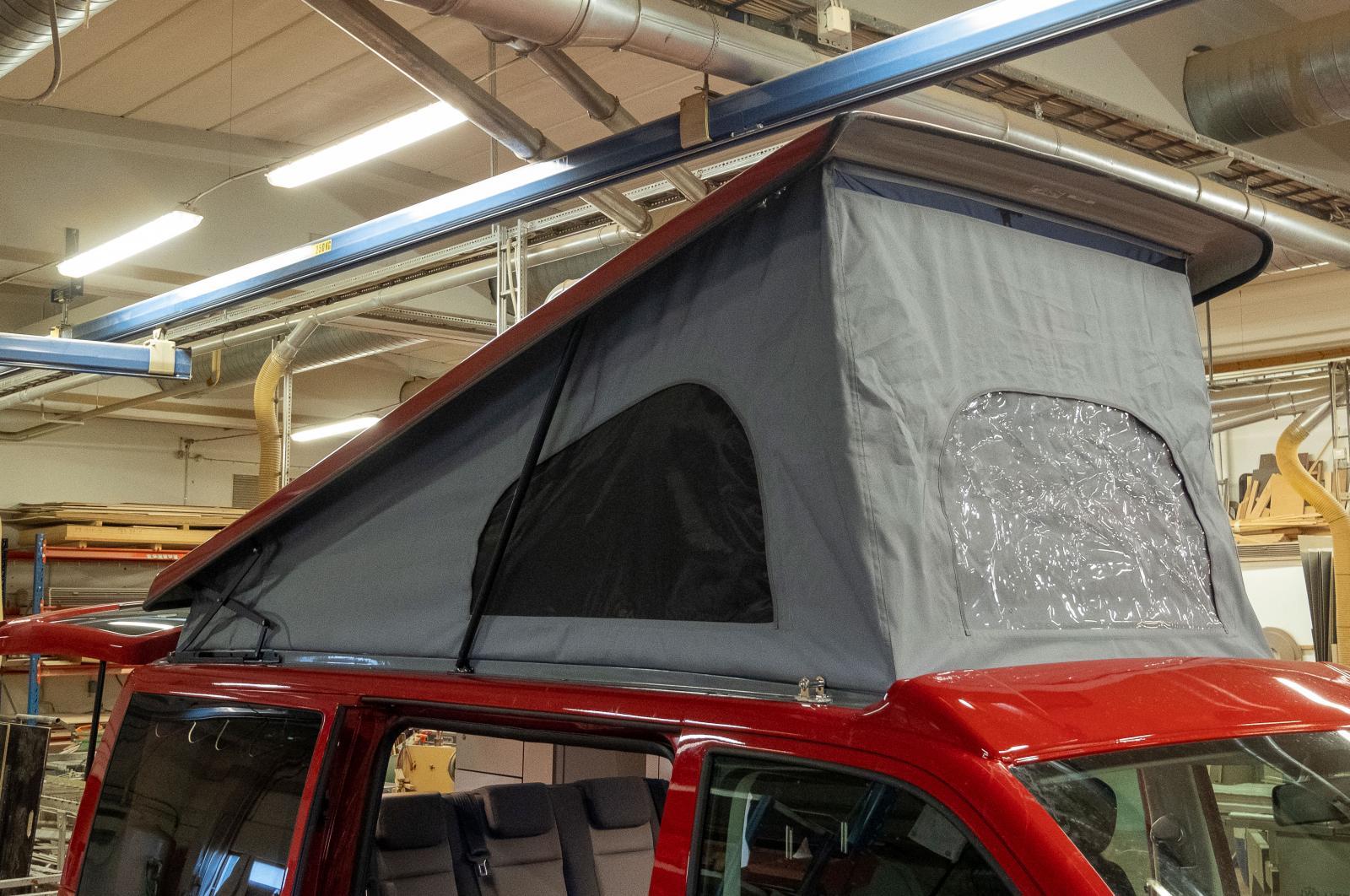 Pop-up tak är komplicerade att montera och det krävs utbildning för att det ska bli gjort enligt konstens alla regler.